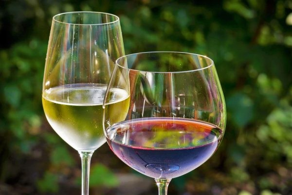 white-wine-848268_1280-600x400